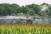 farm-agriculture-irrigation-water-crops-spray
