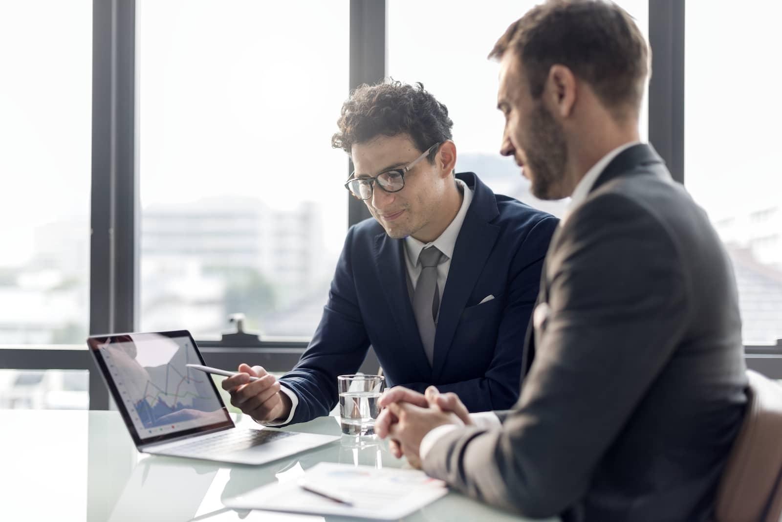 business-brainstorming-graph-chart-report-data-concept (1)